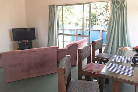 Sunny warm accommodation - Auckland - Rumah