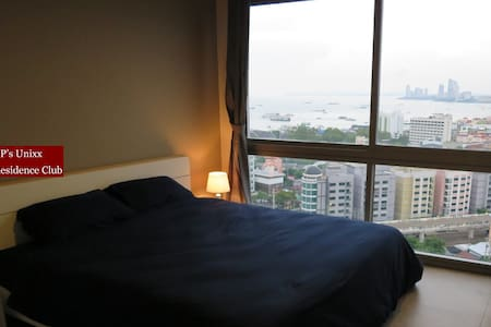 King-size Bed and Amazing Pattaya Bay View