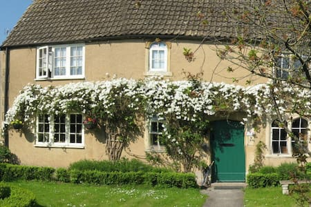 Stunning Grade II listed cottage in the Cotswolds - Shipton Moyne - Bed & Breakfast
