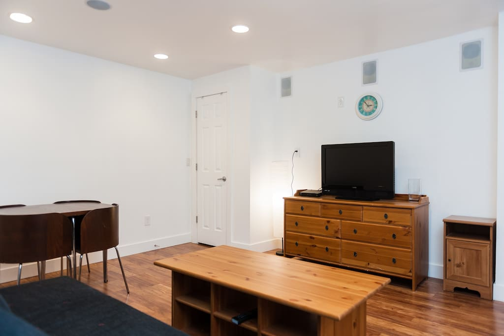 TV, storage with comcast HD and internet