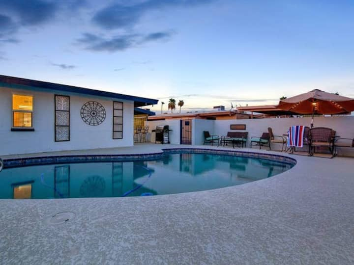 Pebble Beach Blossom -POOL Spacious 2 bedrm 1 bath