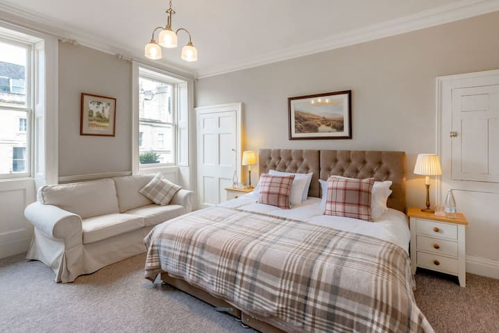 Luxury Georgian Duplex Apartment * Free Parking**