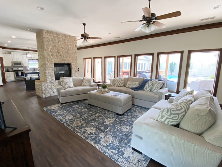 GRANBURY GETAWAY w/ Private Pool & Outdoor Kitchen