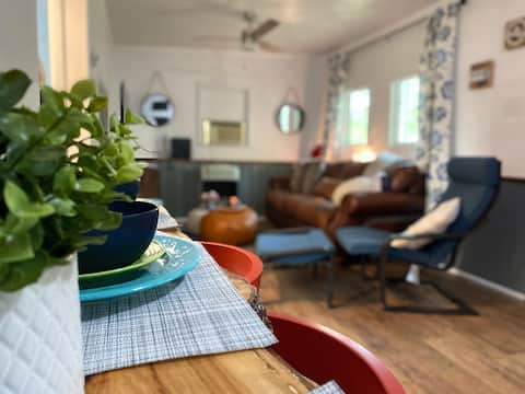Modern Cozy Cottage 20 minutes to ski resort!