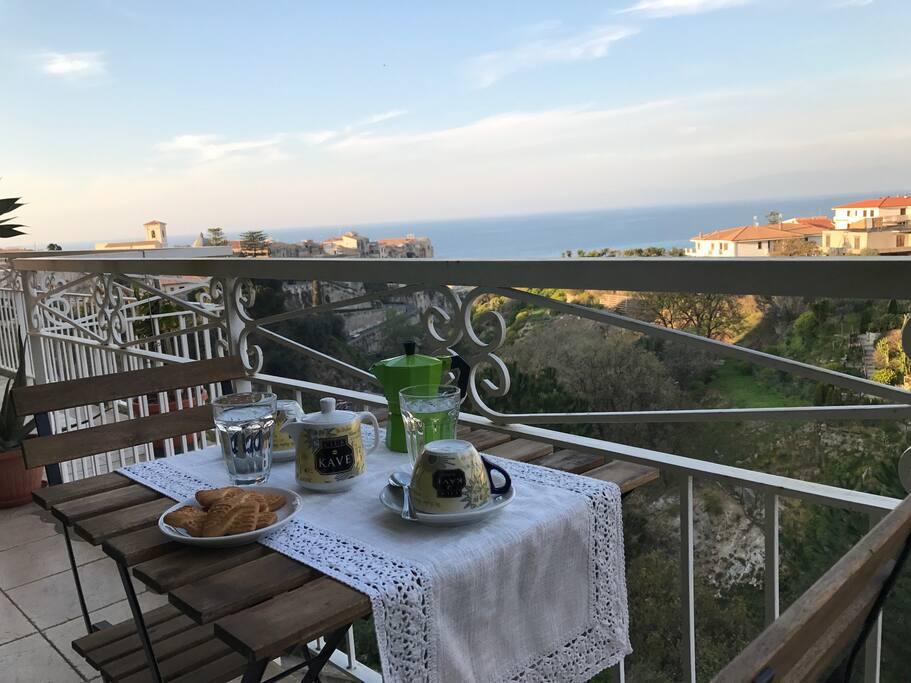Vista panoramica dal balcone cucina e camera da letto