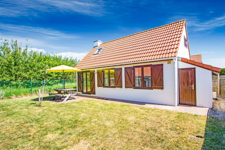 Enticing Holiday Home in De Haan with Garden