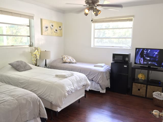 Great room, private bath, parking F - North Miami Beach - Casa