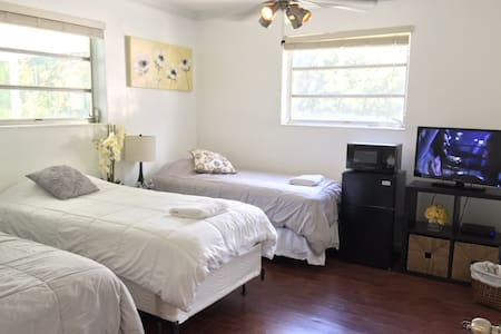 Great room, private bath, parking F - North Miami Beach - Talo