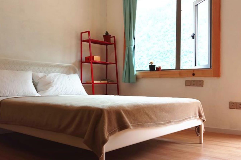 丙房  家庭间 150/200舒适大床1张 100/200高低床2张