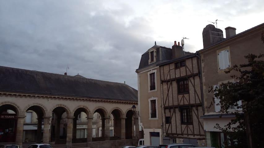 Maison de caractère dans un magnifique village. - Airvault - Casa de hóspedes