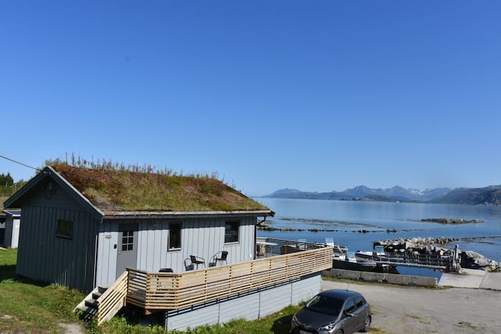 Lovely cottage by the sea in Laukvik Senja