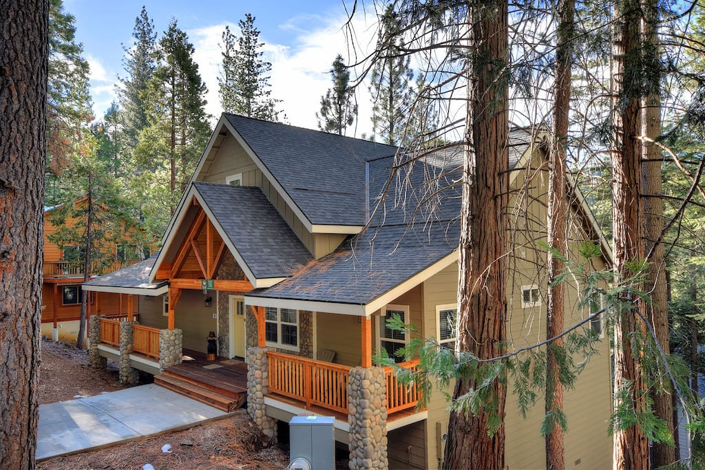 Yosemite 39 s river rock retreat houses for rent in for Airbnb cabins california