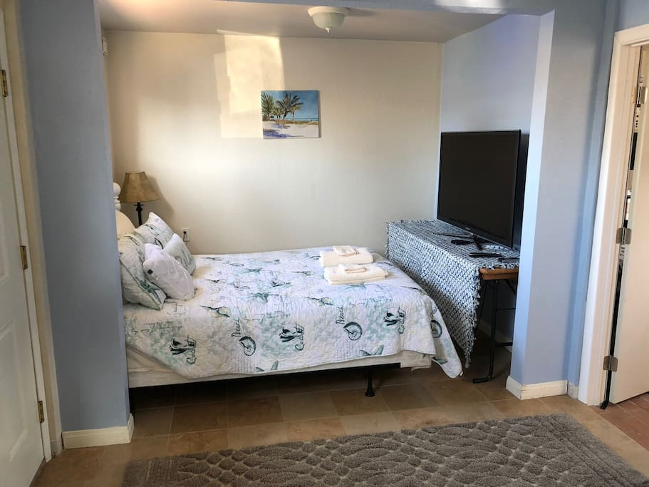 "Queen bed with pillow top mattress. 55"" TV with apple TV. Includes access to HBOGo and Netflix (if you are here in the rare time that it does rain, otherwise I am sure you will be out in the beautiful Oceanside sun! ). you can hook up any device that has an HDMI port to this tv."