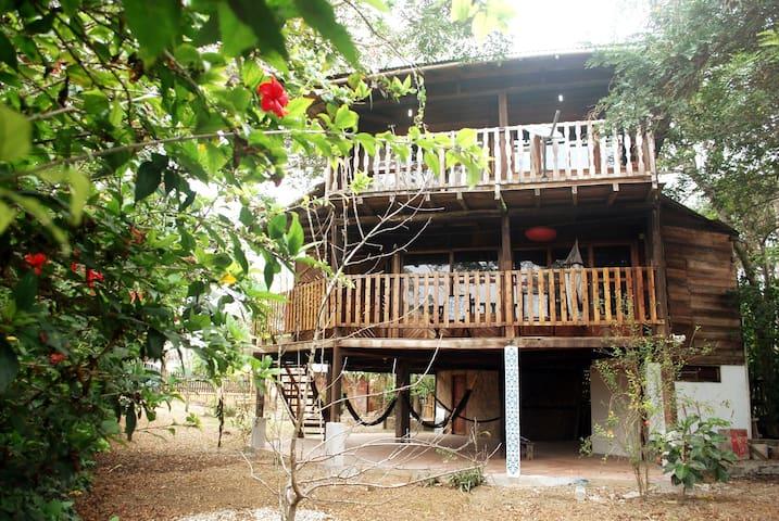 Beautiful wood house in Montañita