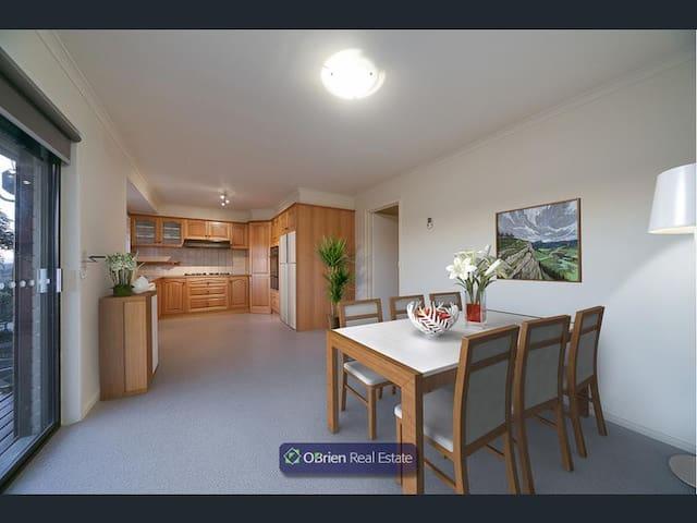 Aussie style room Melbourne - Endeavour Hills - วิลล่า