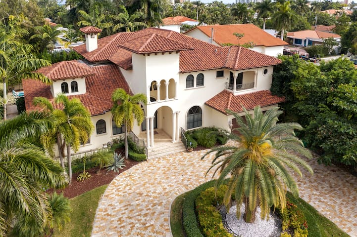 Villa May in Miami Beach! Private Heated Pool