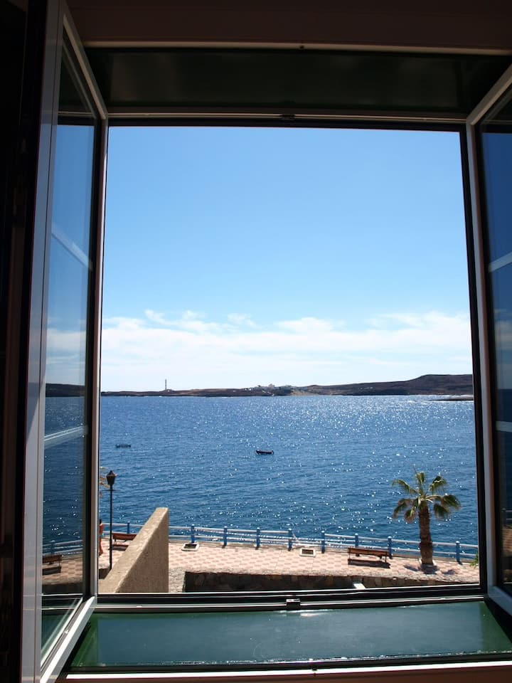 Apartment sea view, front of the beach in Poris