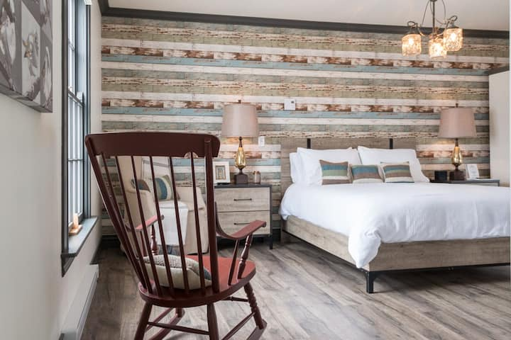 Cozy Modern Suite - Private Bath/Entry