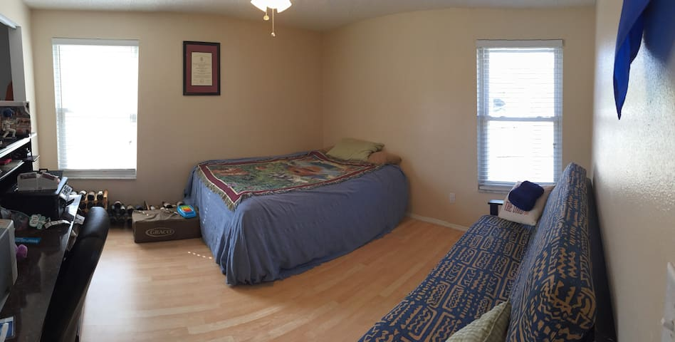 Family Friendly Guest Room in North Pinellas!