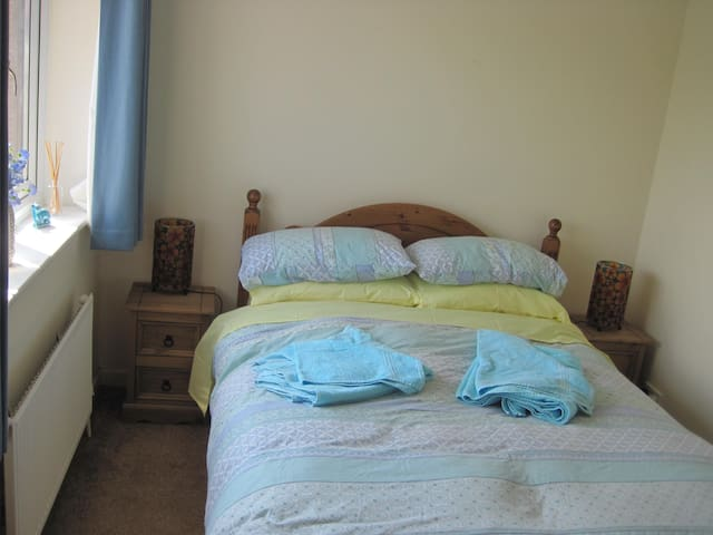 Comfortable double bedroom, breakfast included - Wareham - House