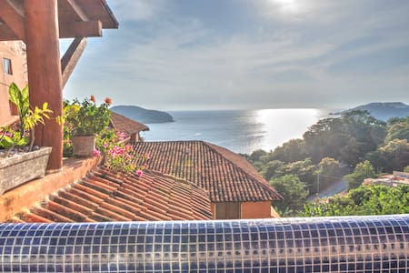 Beautiful 2 Bedroom Condo W/ Million Dollar View - Zihuatanejo