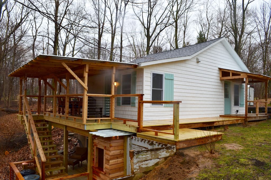 Craftsman two level covered deck with new grill