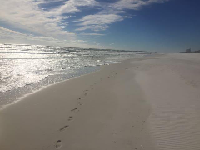 Beach Getaway II- Gulf view & NO cleaning fees!