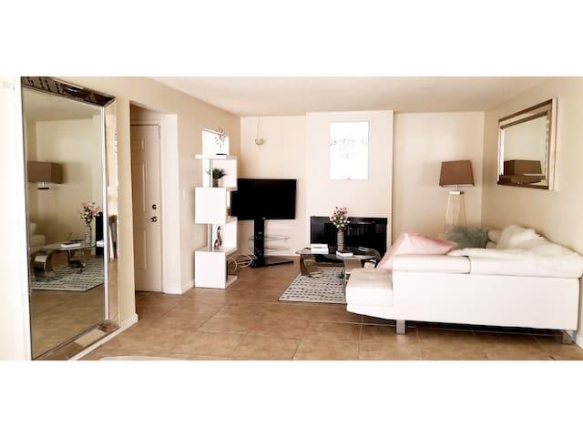 International Villas Apartments. 7minfromthe Strip