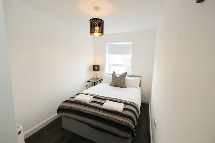 Lewbry House, Apt. 3, sleeps 8, 3 bed, great value