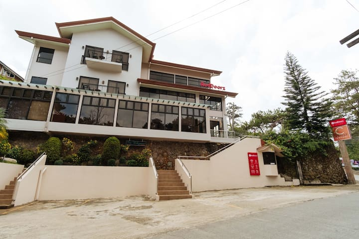422 RedDoorz Plus near Mines View Park Baguio