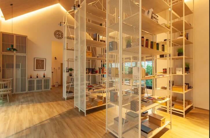 1 queen bedroom Asia Design Award winner decentppl