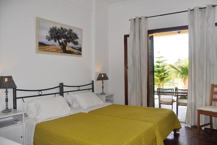 luxury aprtm for 4-5 persons,70 meters from beach