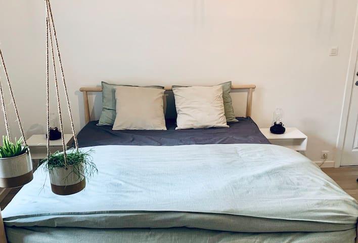 Stijlvolle privé-kamer + badkamer nabij Antwerpen