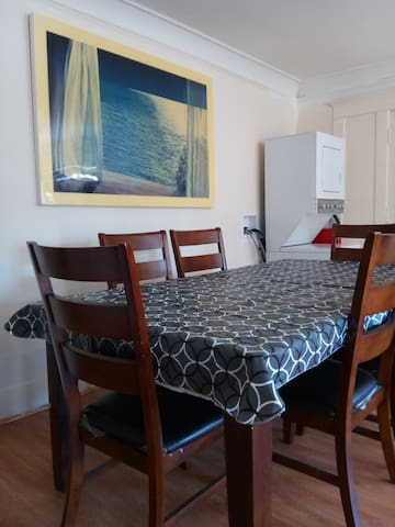 Dorm-LA 615 / Room B