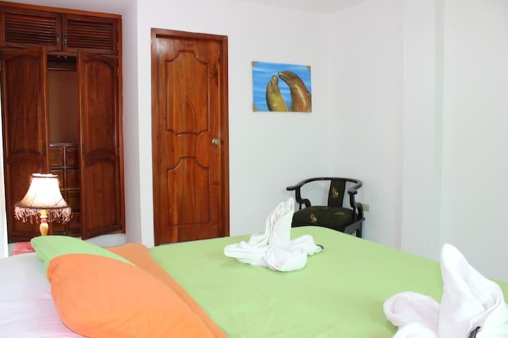 La Casa de la Playa - Puerto Ayora - Pension