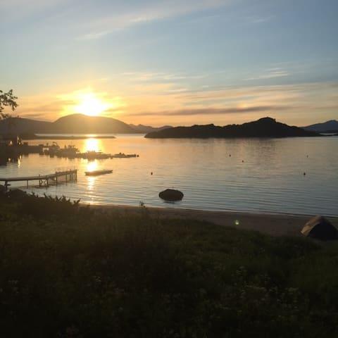 Sjarmerende hytte ved sjøen - Lofoten - Strønstad - Kulübe