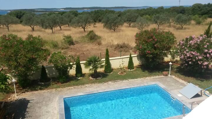 Appartamento Štinjan con piscina per 3 persona
