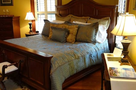 Welcome to the Vineyard View Room at Engadine, Asheville's Country Retreat!