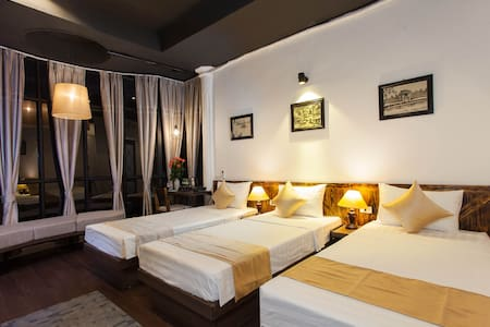 Family or Triple room - Hanoi