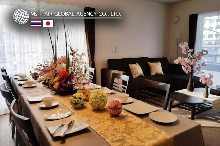 Dining table/饭桌