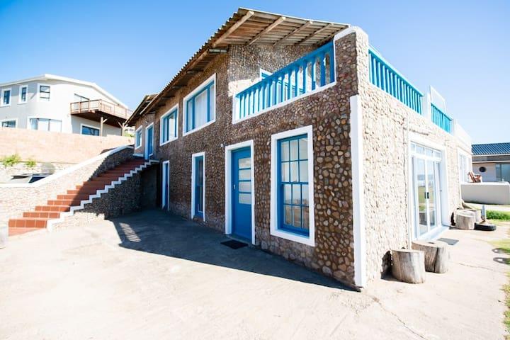 "Beach Side ""Kliphuis"" (Stone House)"