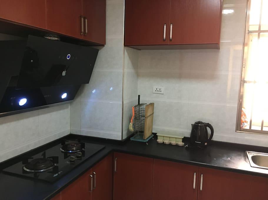 厨房 提供基础厨具,调料 如脏乱会加收30卫生费