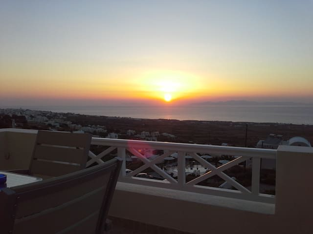 Kiklamino Apartment with Sunset & Sea View!!! - Oia - Apartment