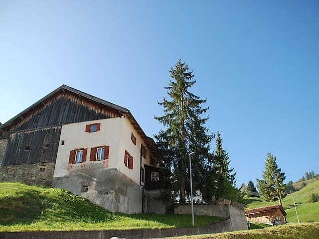 Real family house in the alps - Savognin - Huis