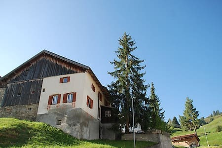 Real family house in the alps - Savognin - Hus