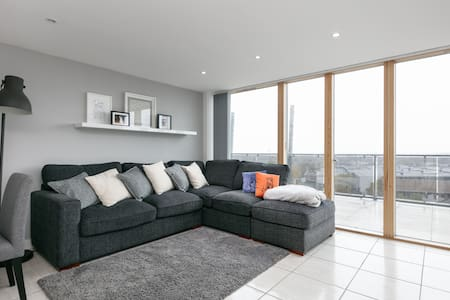 Skyline Penthouse Apartment - Stretford - Apartment