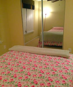 Cozy & Radiant Guest Room and Bath - Fairburn - House