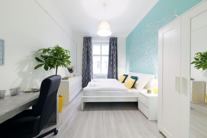 BRIGHT CLEAN Home - free GARAGE
