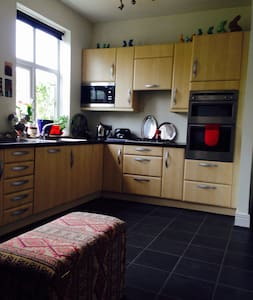 Sunny double room in Cullercoats, - North Shields - 家庭式旅館