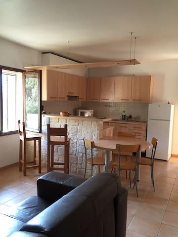 Rez de villa,centre ville à 5 mins - Sartène - Apartment
